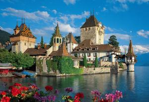 Oberhofen Castle on the lake