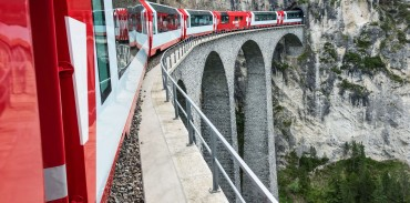 The Glacier Express enters a tunnel