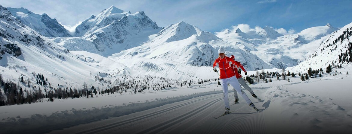 With dramatic views and exquisitely groomed trails, Engadine is the ideal location for your cross-country ski vacation.