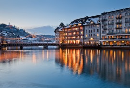 Christmas atmosphere with a view of Kramgassesteg and Guetsch, Lucerne
