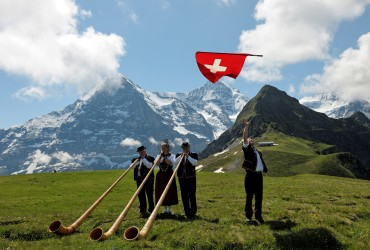 Alphorn blowers in front of the Eiger
