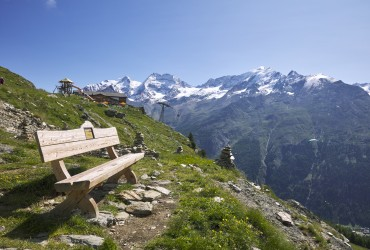 A built-in rest spot on the hiking trail in Saas-Fee
